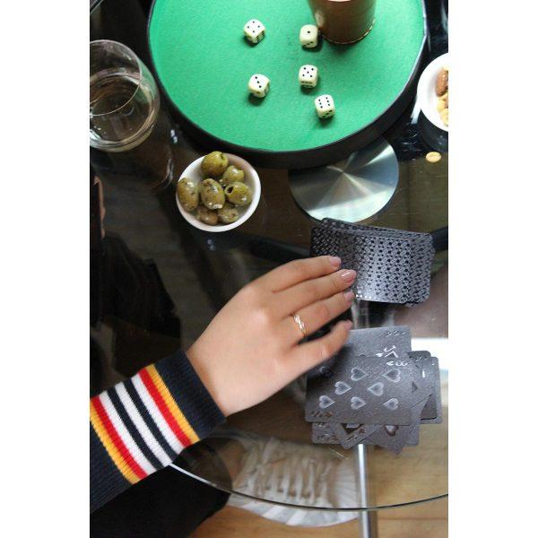 Crne igraće karte za poker