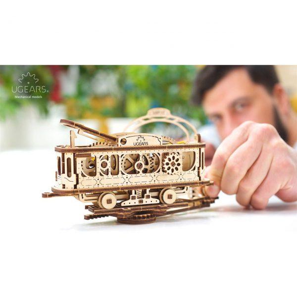 Ugears drvena maketa - antikni tramvaj i stanica