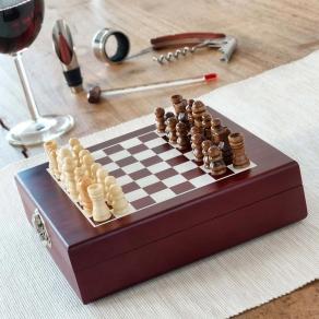 Set za otvaranje i posluživanje vina + šah